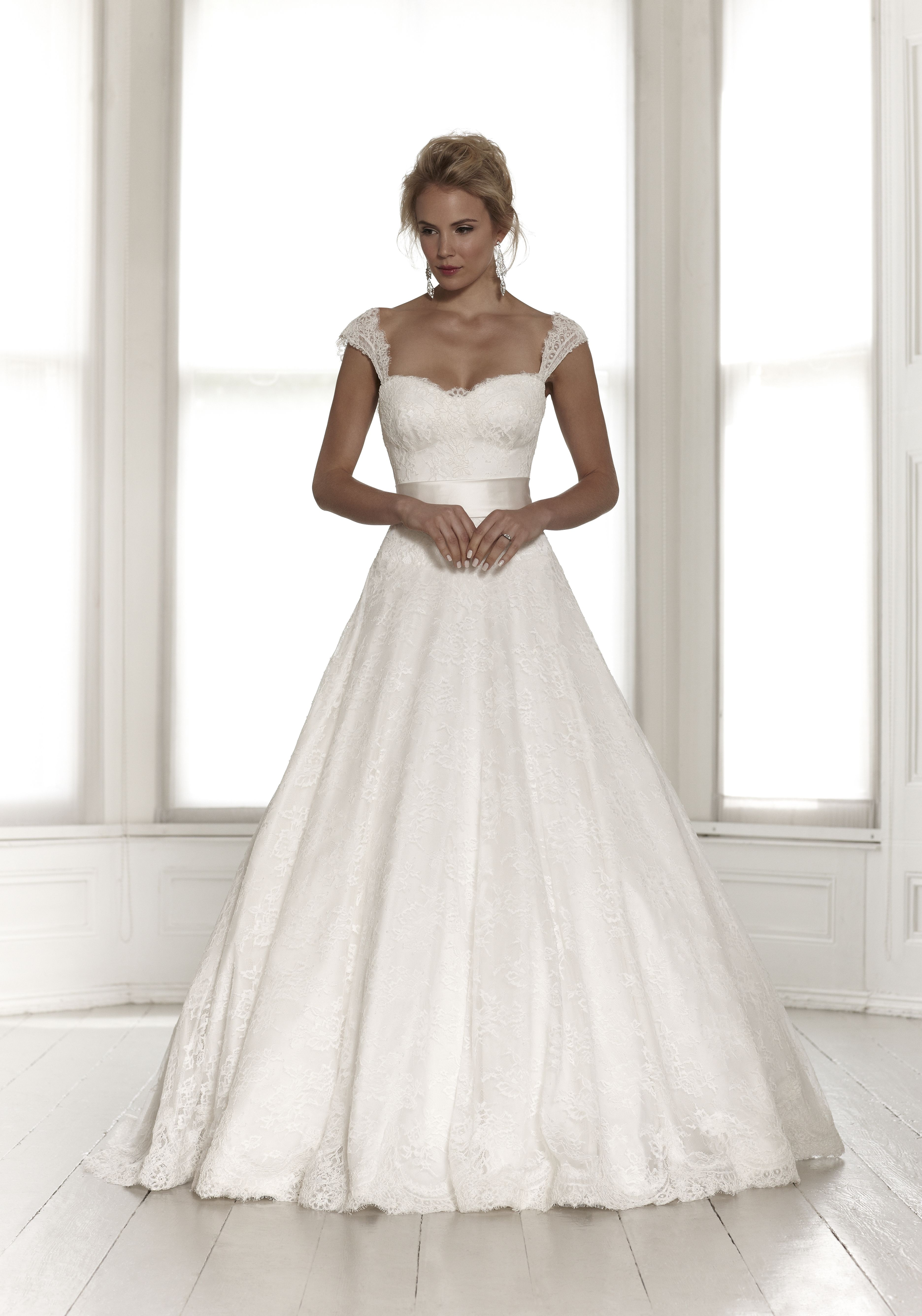 Lace wedding dress designers  Designers  Sassi Holford  Atelier Bride  Hochzeit  Pinterest