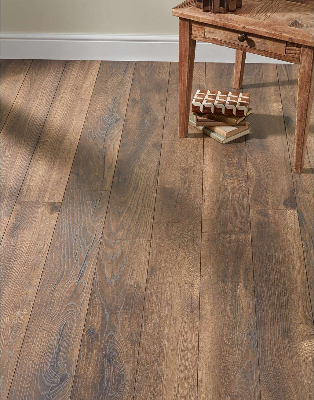 Residence Narrow Dark Peterson Oak Laminate Flooring
