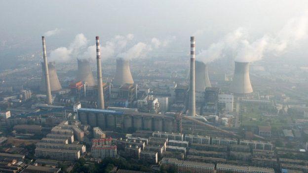 """Planta de energía  Lo estamos viviendo. AHORA. El récord de emisiones de CO2 que marca el inicio de una """"nueva era"""" de cambio climático"""