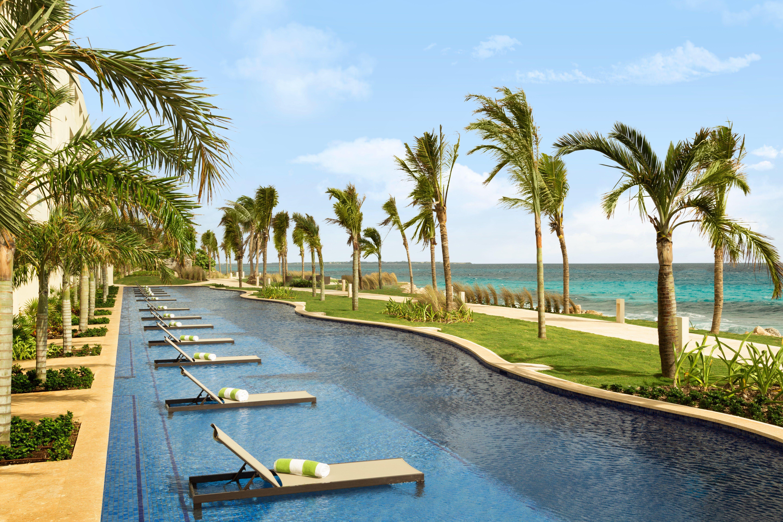 Swim Up Suites At Hyatt Ziva Cancun All Inclusive Beach Resorts Top All Inclusive Resorts Cancun All Inclusive