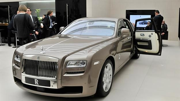 The Rolls Royce Wraith Is A British Handmade 4 Seat Luxury Grand Tourer Manufactured By Motor Cars And Based On Chis Of