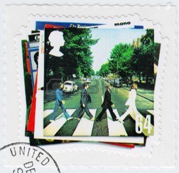 Reino Unido - CIRCA 2003: selo impresso no Reino Unido mostra vinil Abbey Road dos Beatles em 1960 famoso grupo pop musical, circa 2003 photo