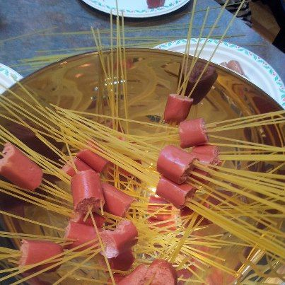 hotdog spaghetti is perfect (and fun) for a hot lunch at school!