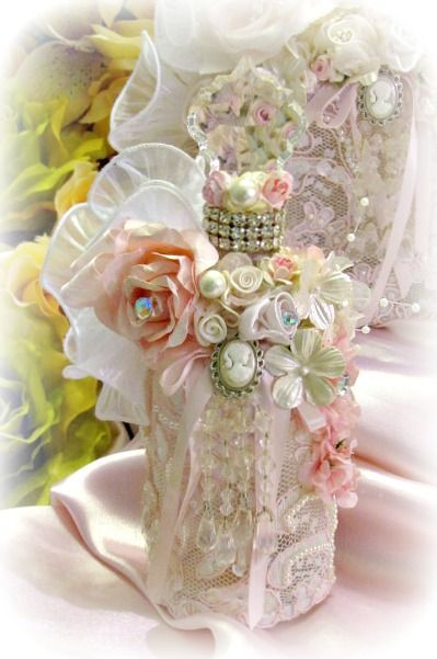 Photo DIY - Fabric flowers, cameo, small beads, rhinestones, lace. Ideas for decorating bottles-eltallerdejazmin