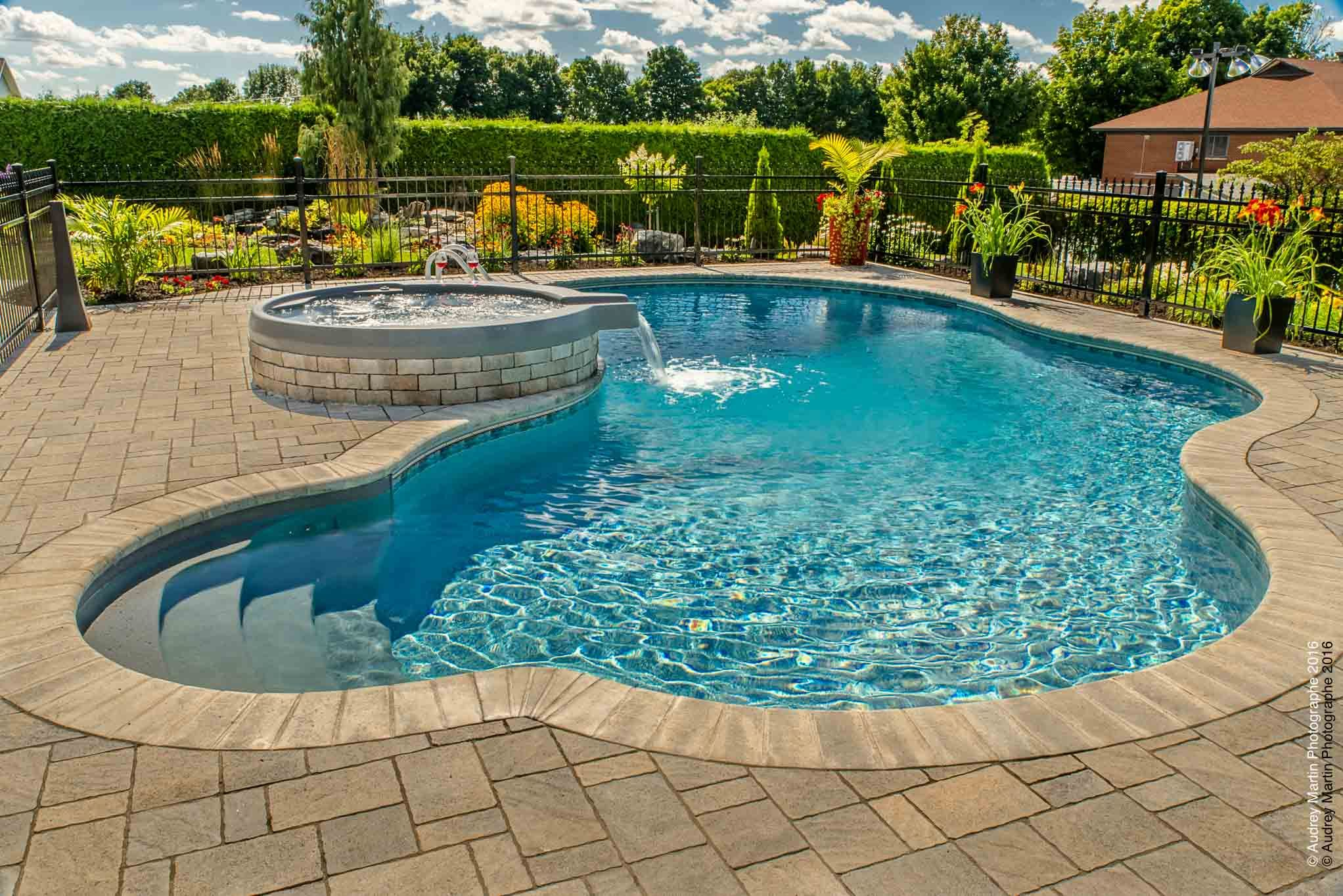 Piscine Creusee Spa Deversent Zone Foyer Cloture Pave Amenagement Paysager Galerie Swimming Pool House Gunite Pool Cool Swimming Pools