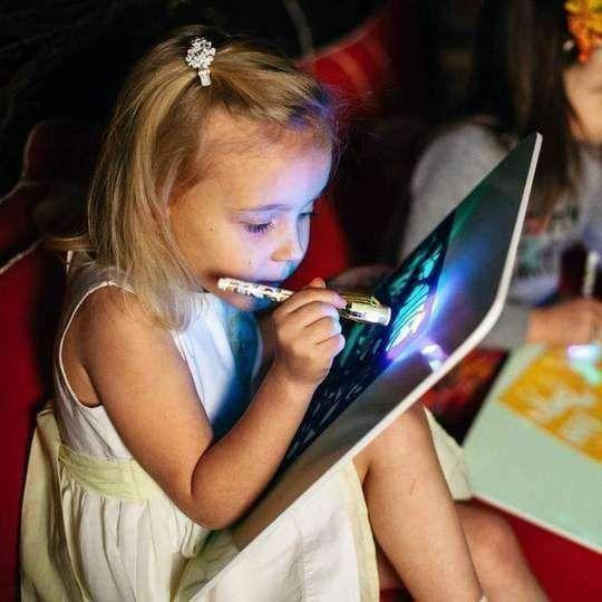 Verrückte Goth-Prinzessinnenschlampe Und Ihr Spielzeug
