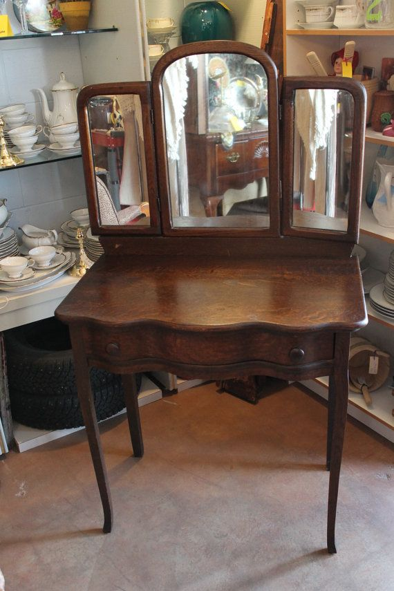 Petite Antique Serpentine Dressing Table Vanity Or Writing Desk - Antique oak dressing table