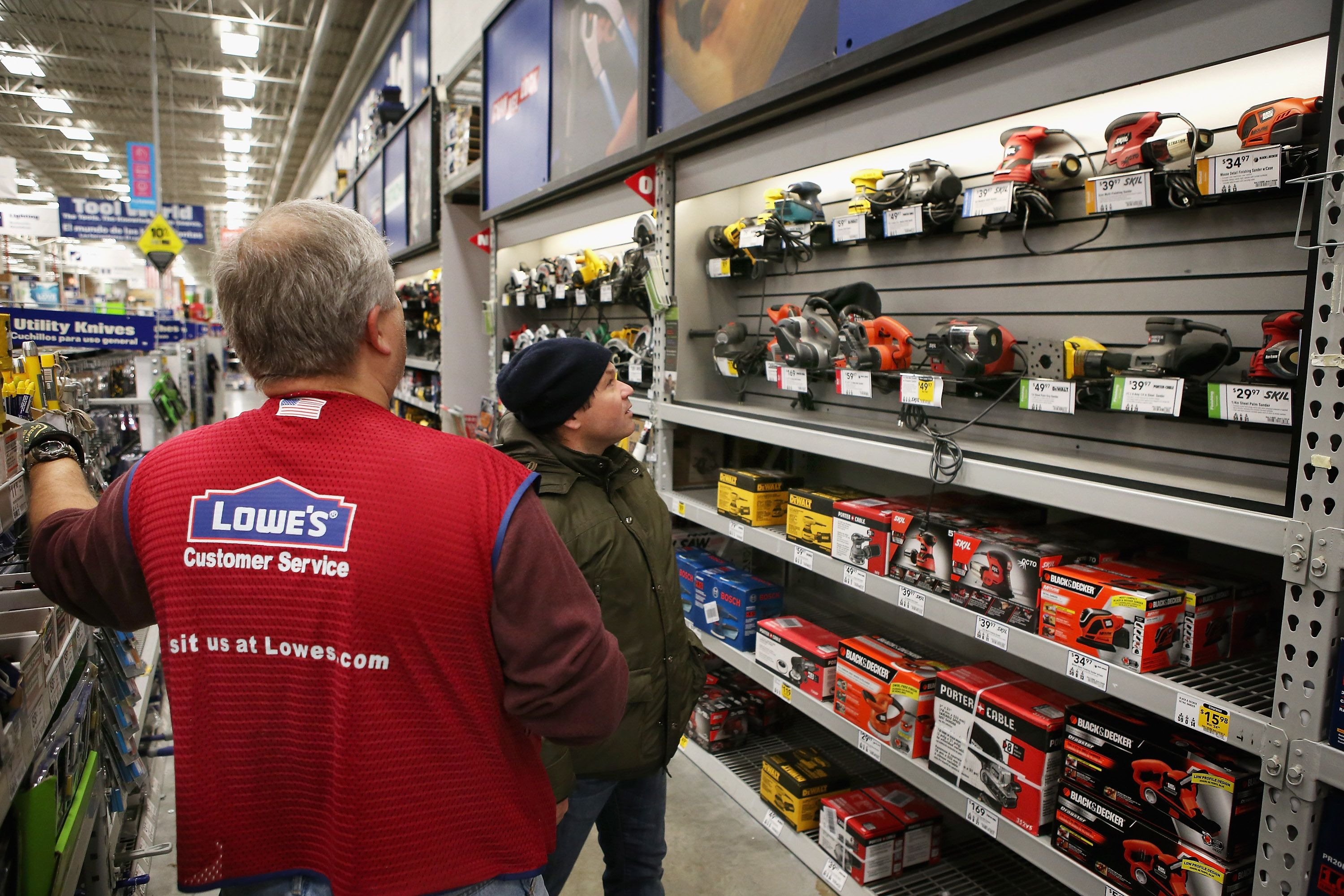 Home Depot Lowes Avoid The Retail Bloodbath With Strong Earnings Lowe S Home Improvement Store Lowes Hardware Lowes Home Improvements