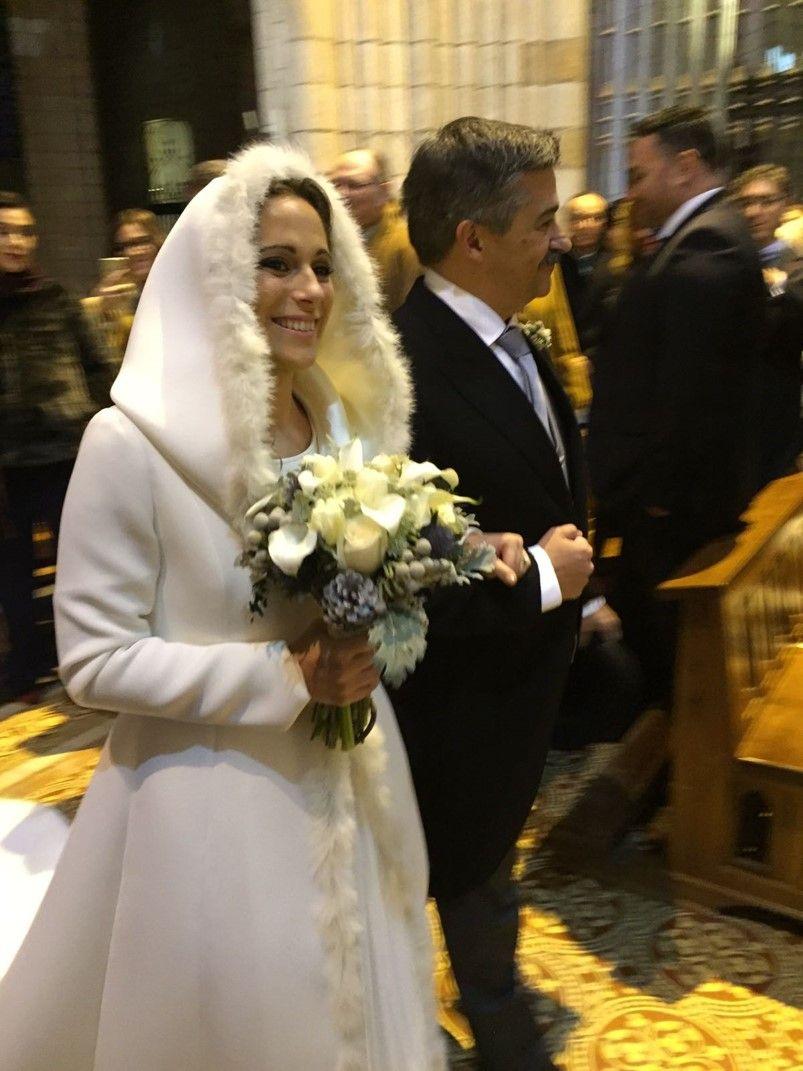 Original abrigo de novia con vestido de novia lencero  -Ideal