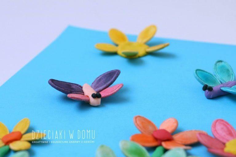 Pomysl Na Zabawe Plastelina I Pestkami Dyni Dzieciaki W Domu Art For Kids Enamel Pins Kids