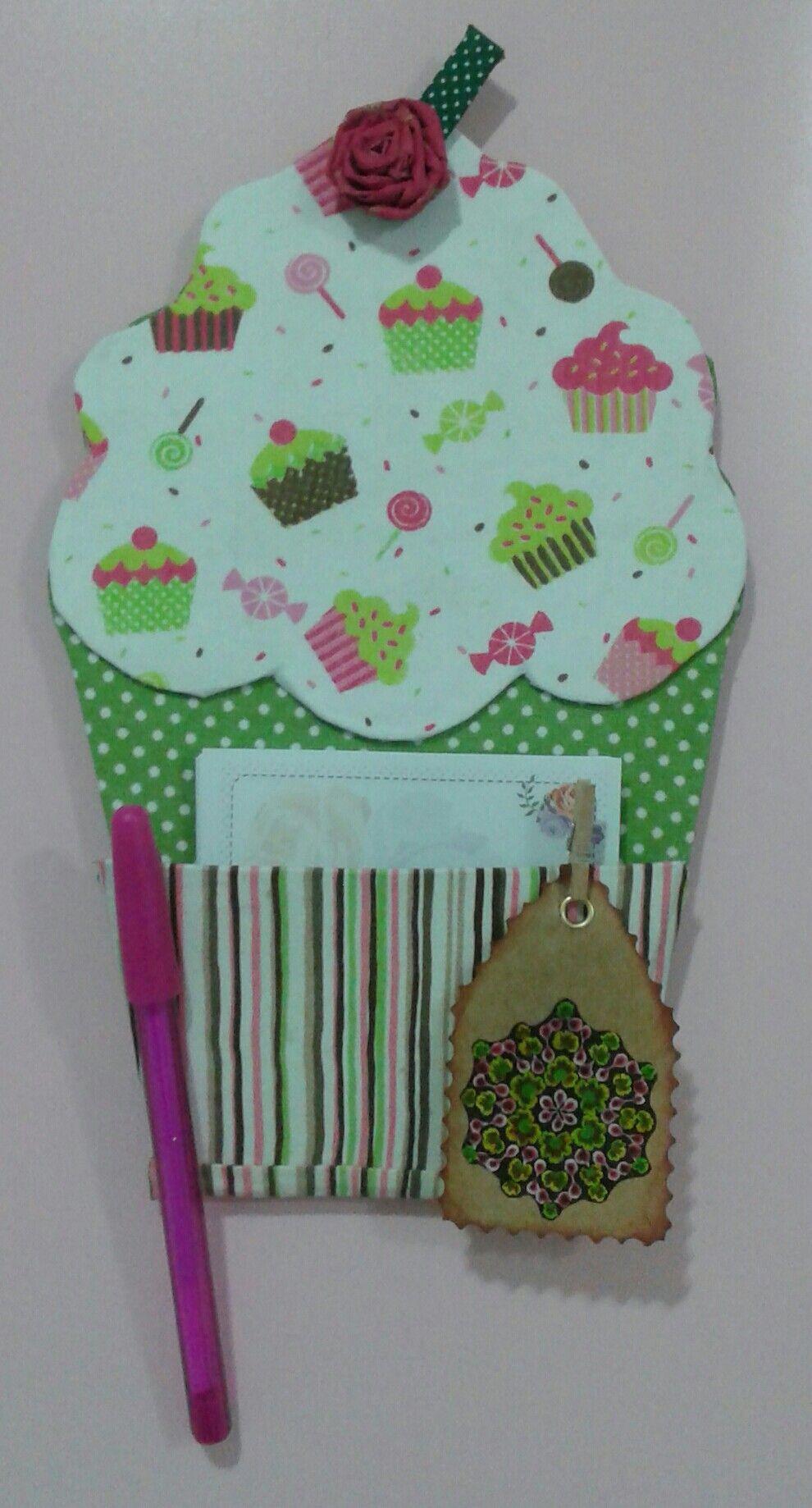 Porta recados de cupcake para geladeira em cartonagem