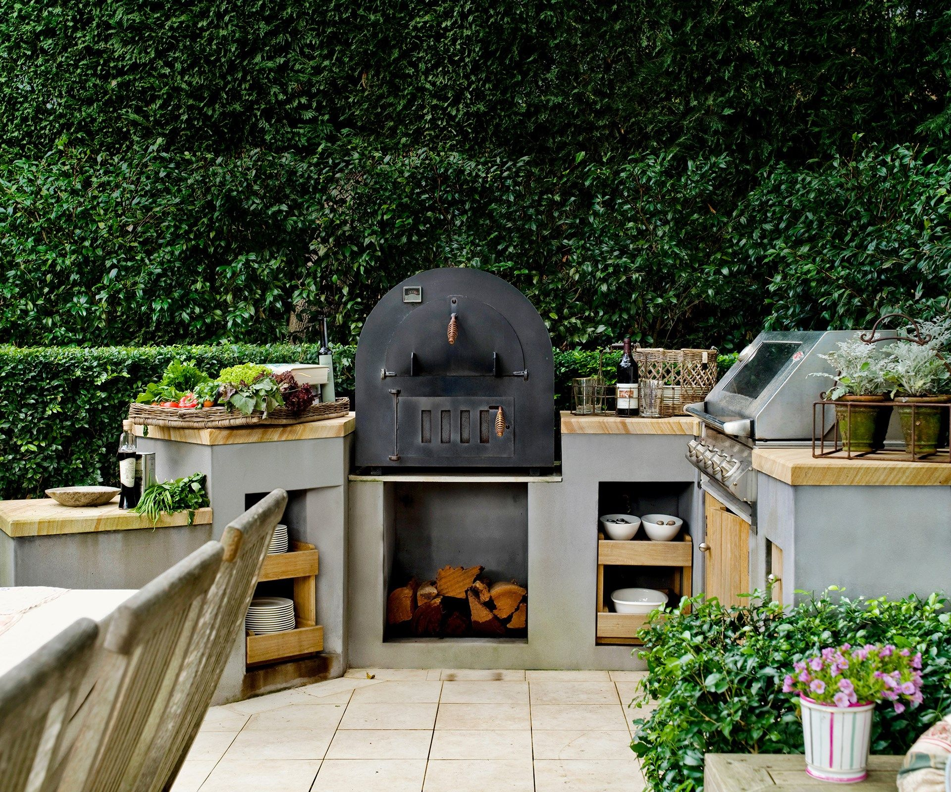 make life easier for yourself with an outdoor kitchen where all