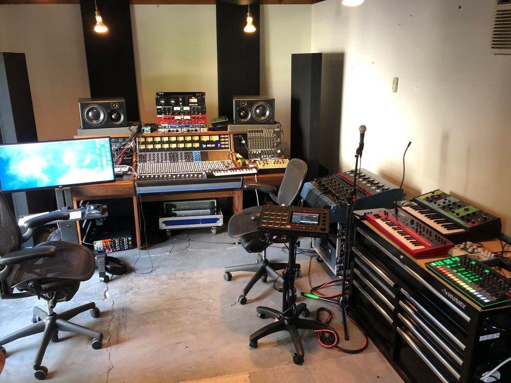 11 Awe Inspiring Home Studio Ideas For Small Apartments Small Apartments Music Studio Room Home Studio Music