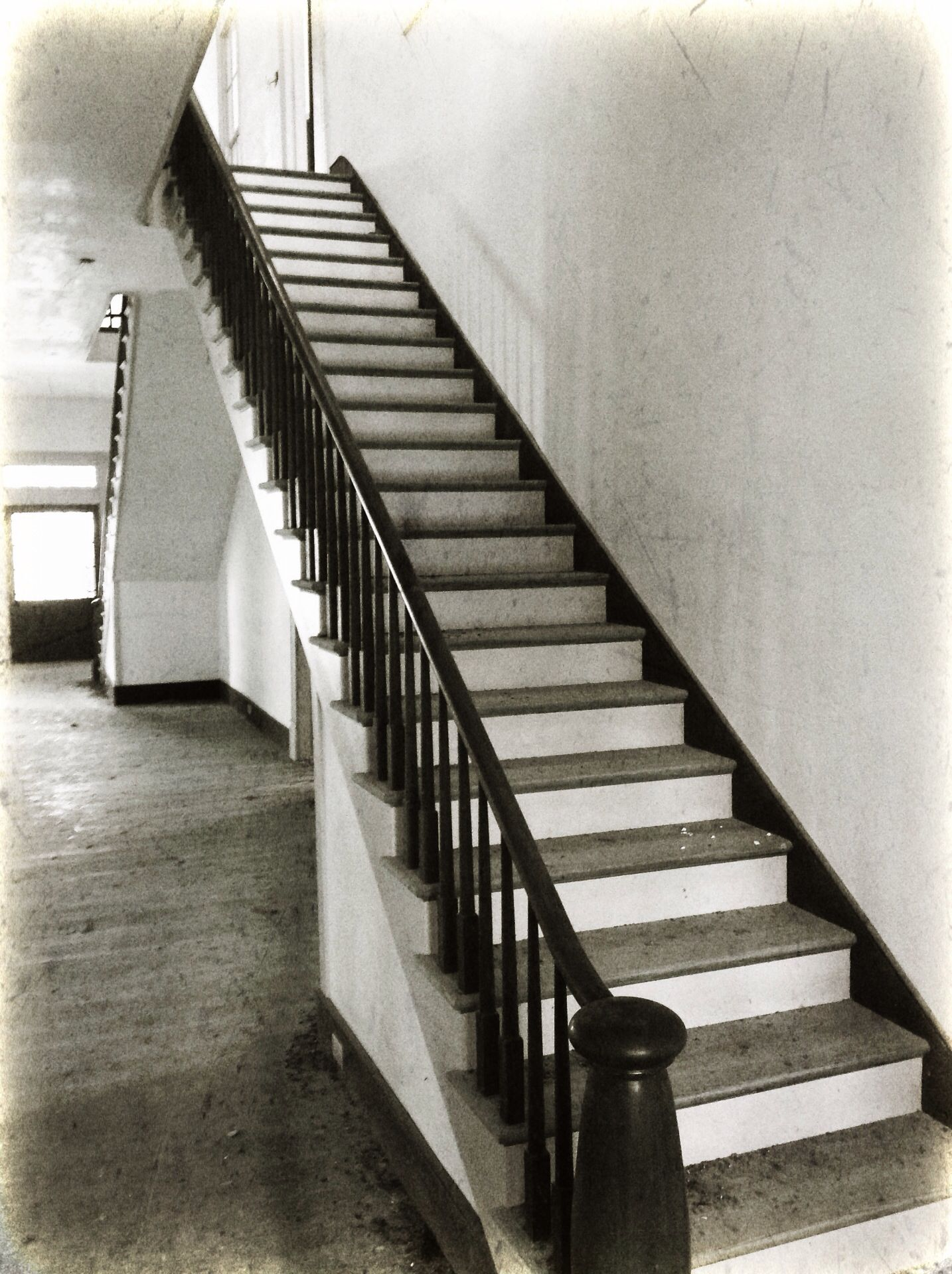 Best Mahogany Staircase Inside The Rosemount Plantation House 640 x 480