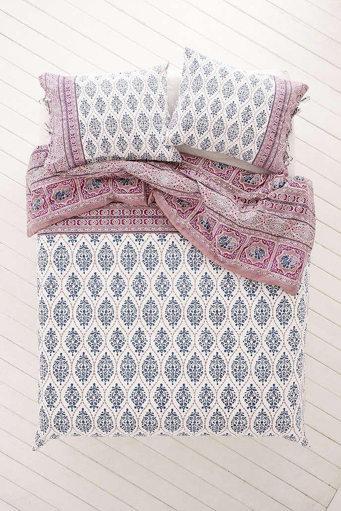 Housse de couette motifs contrastants sofia plum bow for Chambre urban outfitters