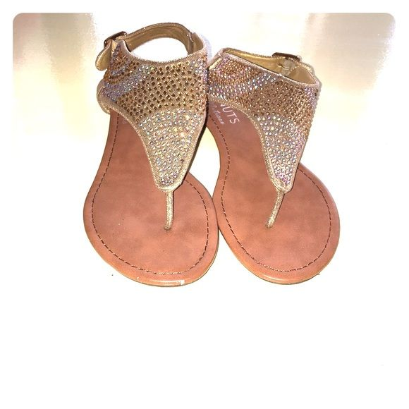 Beige sparkling sandals Beige sandals that sparkle beautifully under the light Shoes Sandals