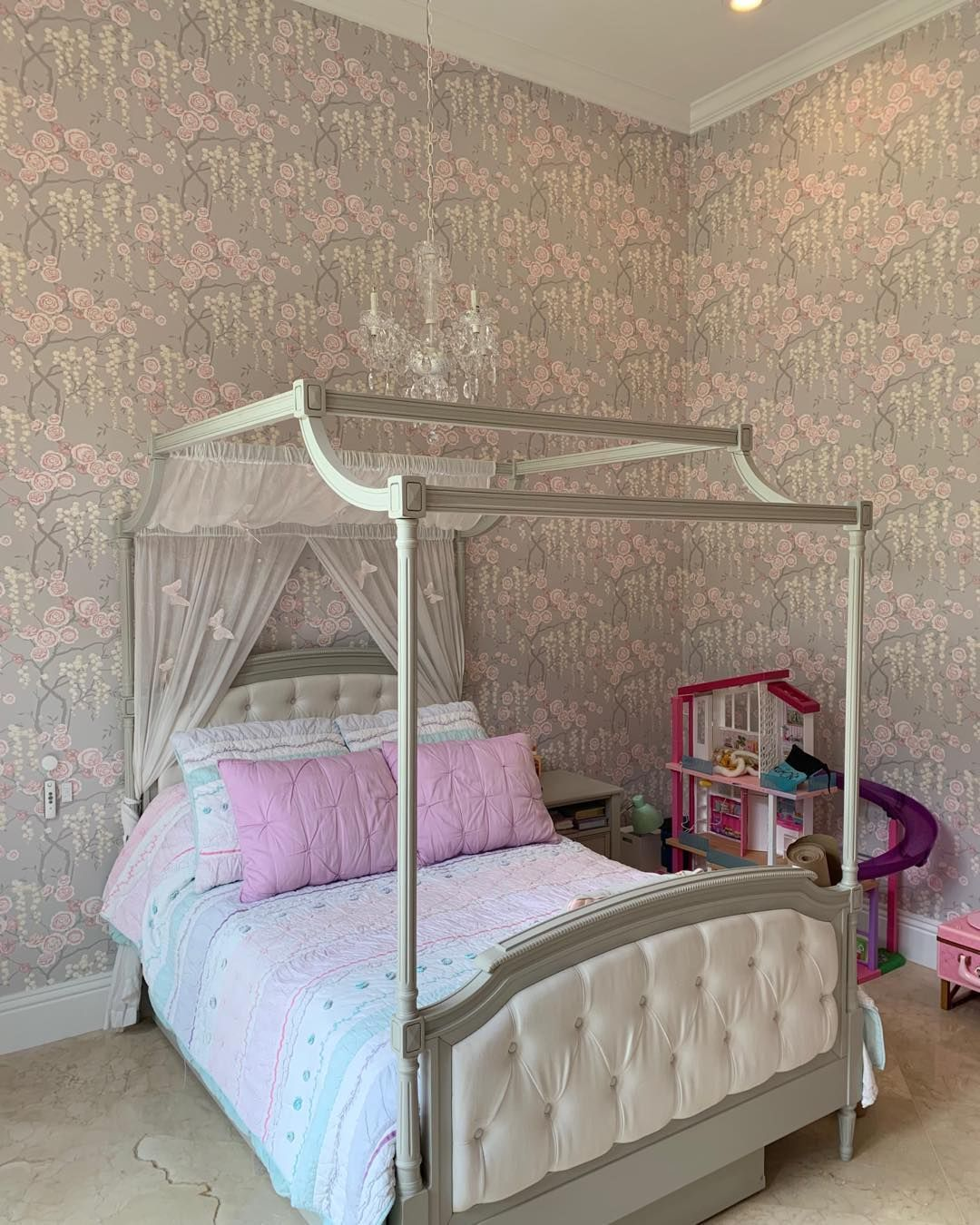 Wallpaper Installation Services Wall Mural Adhesive Wallpaper Dress Your Wall Fast Clean And Detail How To Install Wallpaper Wallpaper Decor Wallpaper Dress