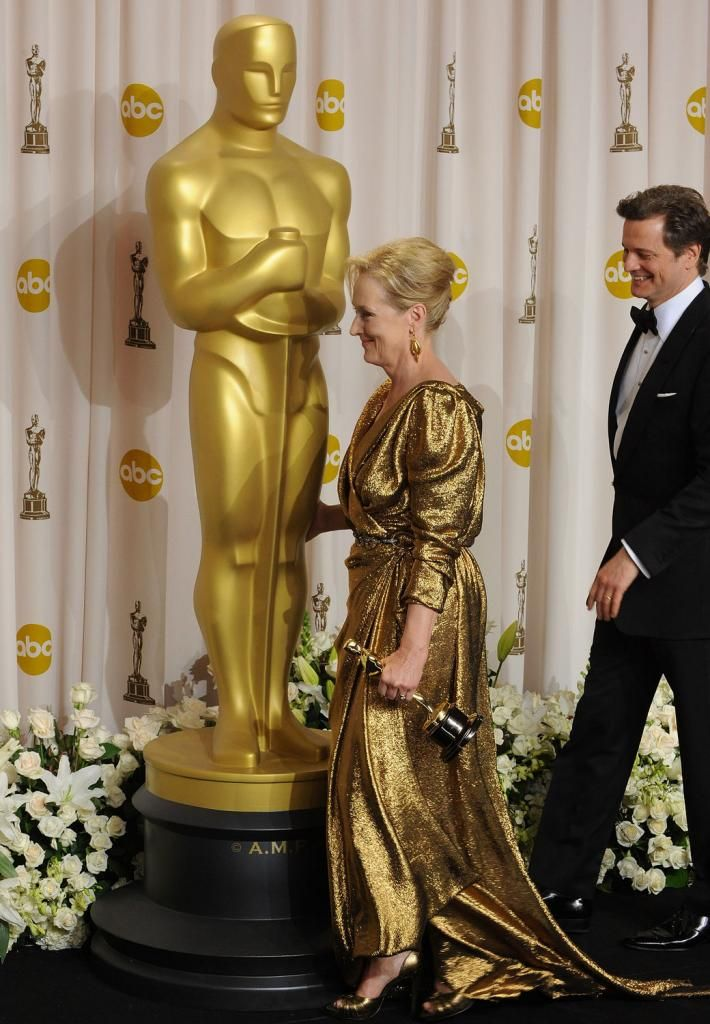 giant oscar statues at entrance academy awards party in 2018