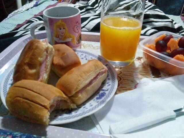 Segunda e dia de café na cama :) cafe de casa amo