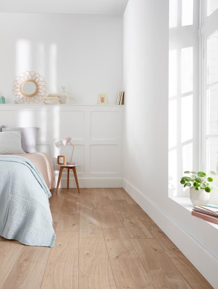 Alliez Le Bois Et Le Blanc Pour Une Chambre Aussi Lumineuse Que Chaleureuse Castorama Inspiration Decoration Idee Decoration Maison Castorama Deco Maison
