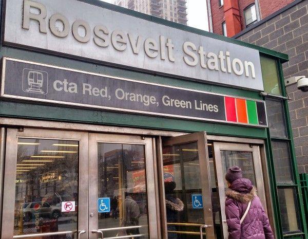 Roosevelt 'L' stop near Tapas Valencia