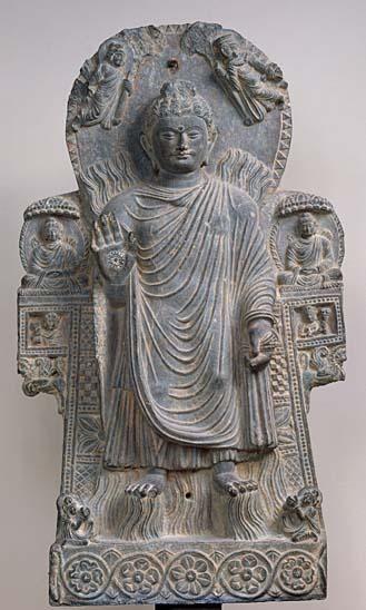"""""""Le Buddha au Grand Miracle"""" ou """"Miracle de Shrâvastî""""- Aghanistan, Kapishâ, monastère de PaïtâvâEcole du Kapishâ, IIIème-IVème siècle Schiste avec traces de dorure"""
