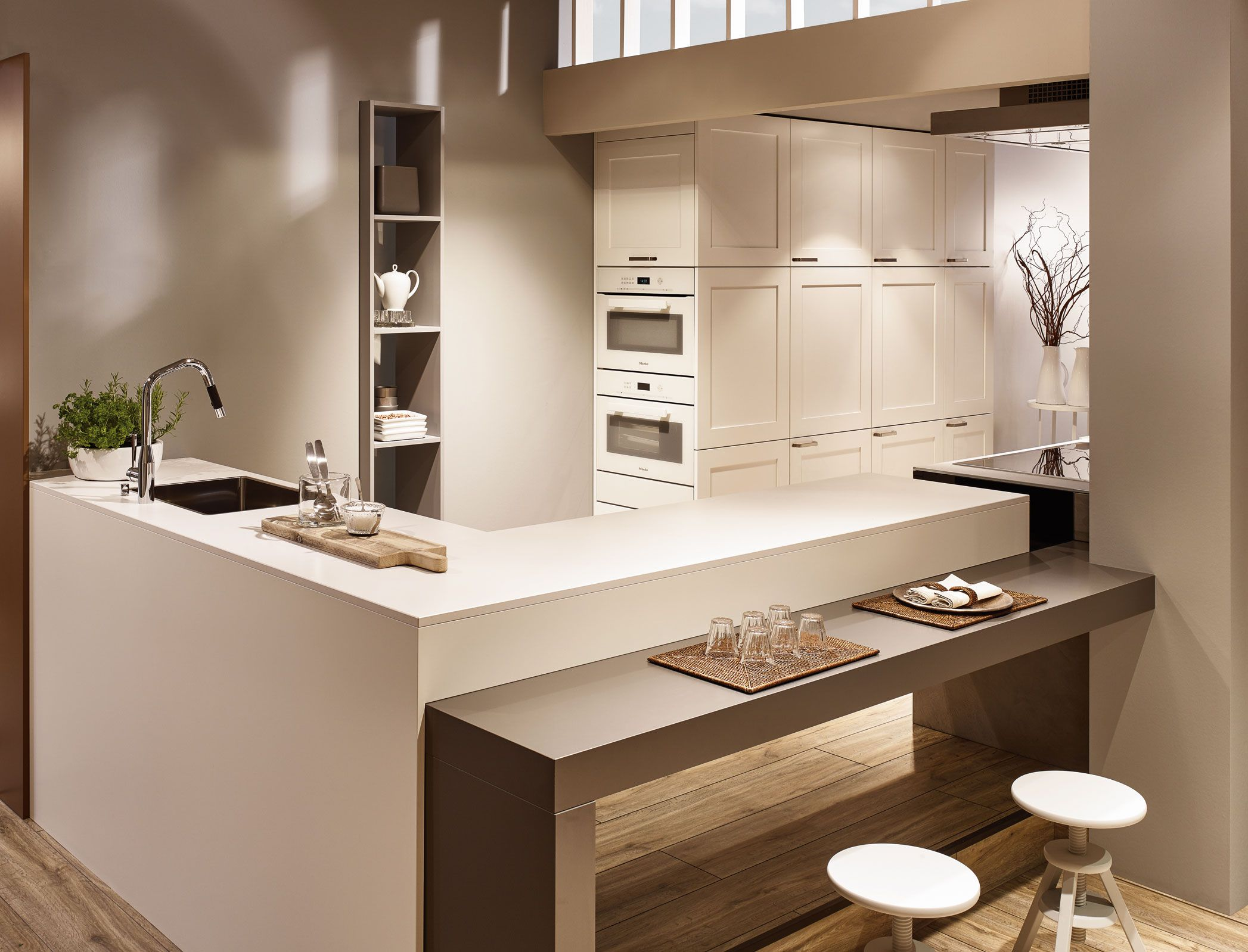 kh k che seidenmatt lackiert verkehrsweiss beton grau kh kitchen silky matt lacquered. Black Bedroom Furniture Sets. Home Design Ideas