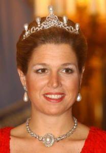 De nieuwe pareltiara koningin maxima koninklijke for Garderobe xima