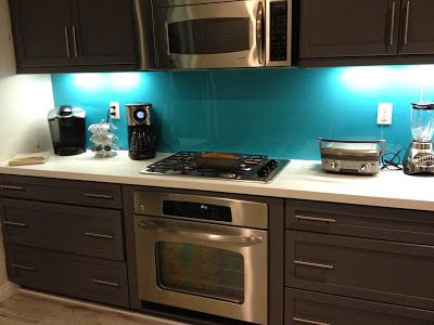 Turquoise plexiglass backsplash #backsplash #design #homedecor - plexiglas für küchenwand