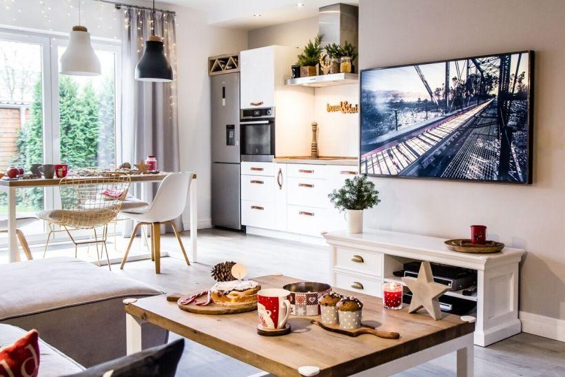 Swiateczna Aranzacja W Salonie Lovingit Pl Home Decor Decor Furniture