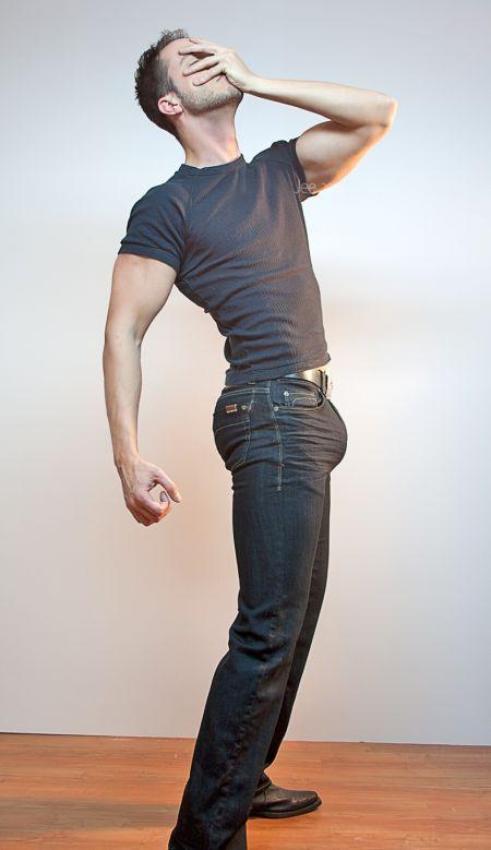 В ставший член в джинсах качество