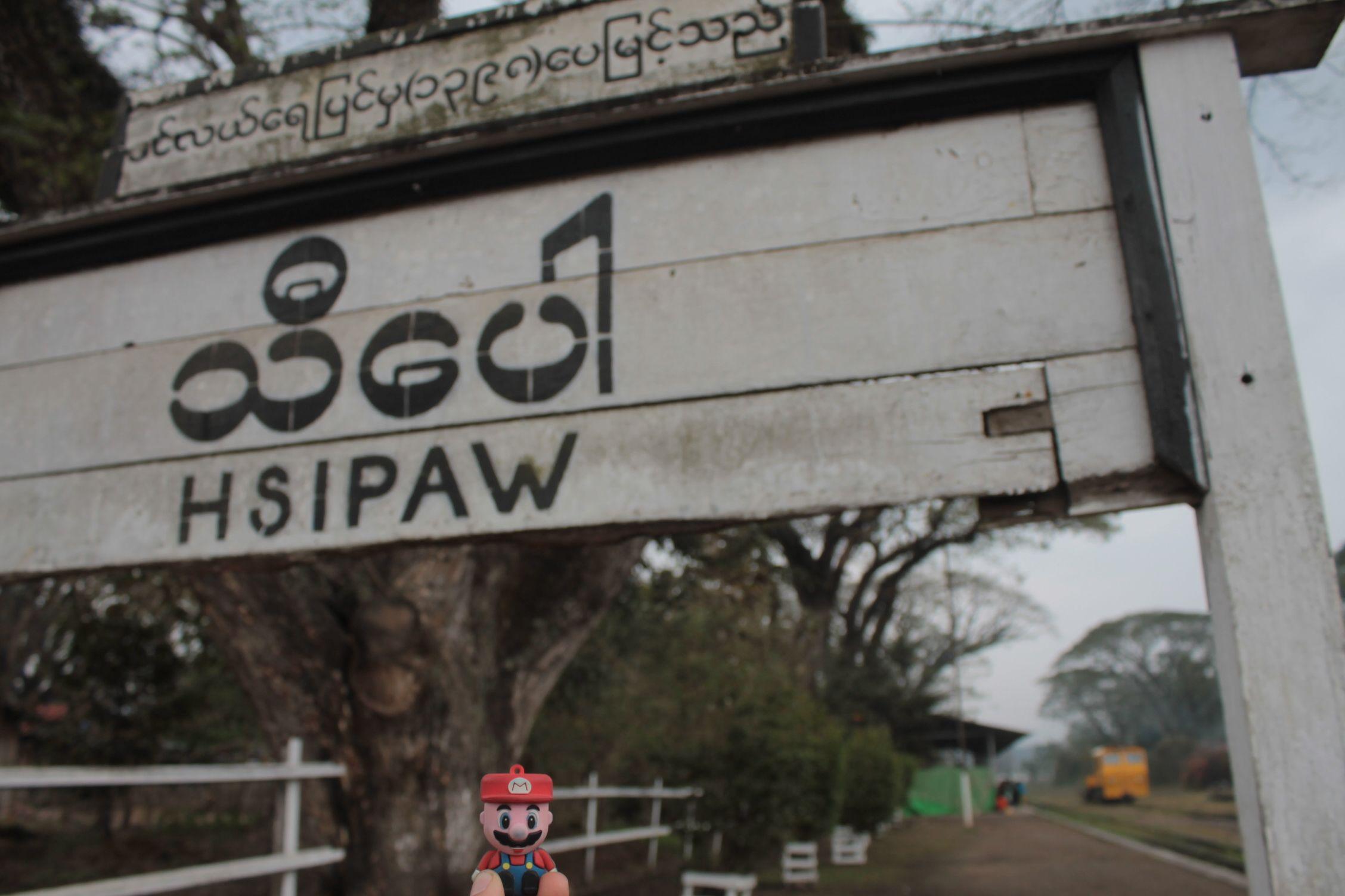 a la entrada de Hsi-paw