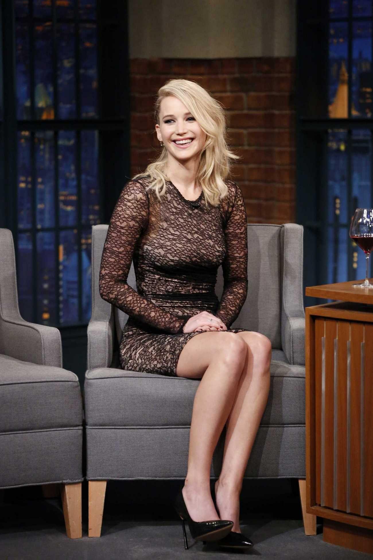 Josh Meyers Porn - Jennifer Lawrence - Late Night with Seth Meyers on September 14
