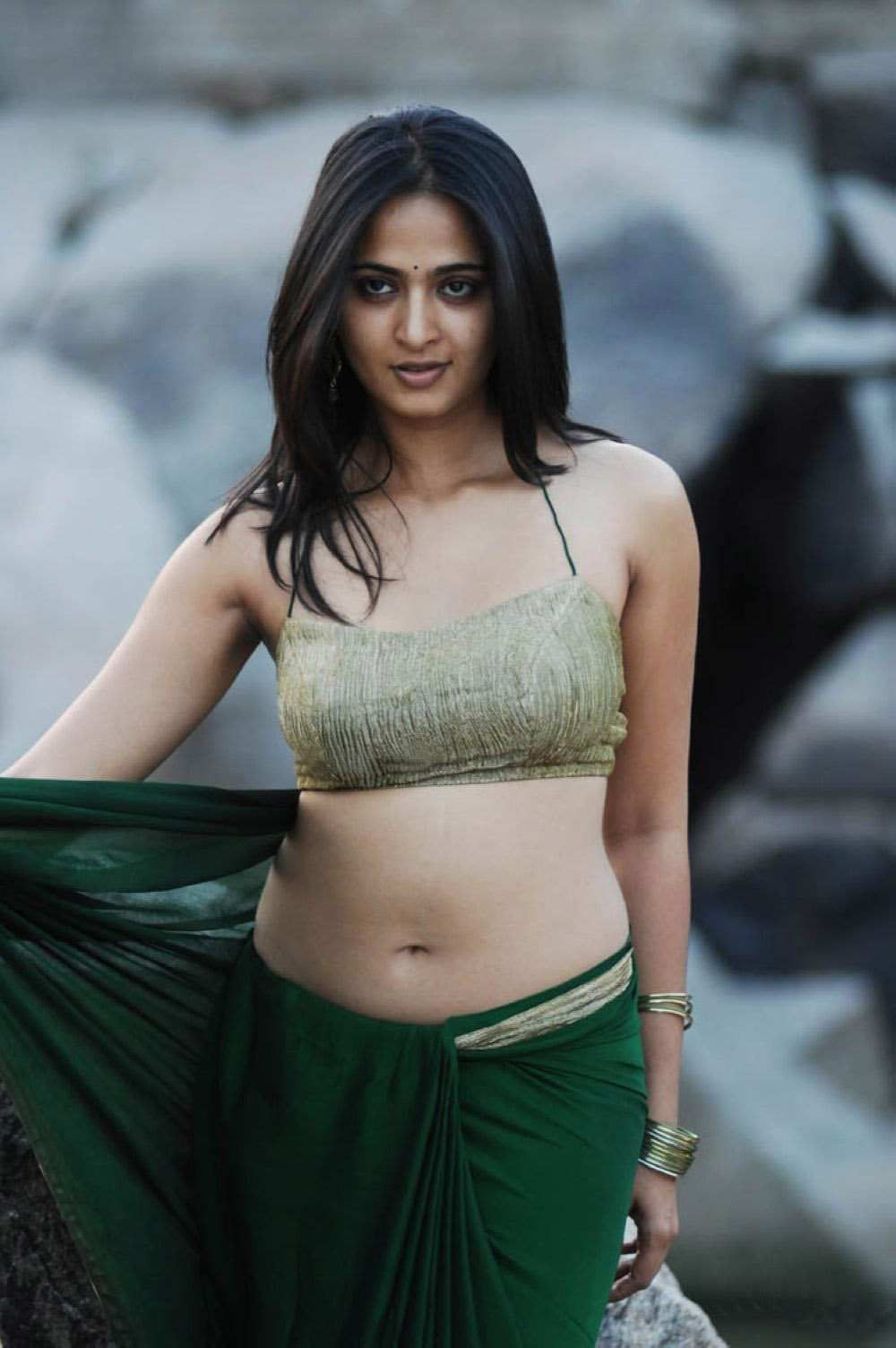hot saree shetty Anushka