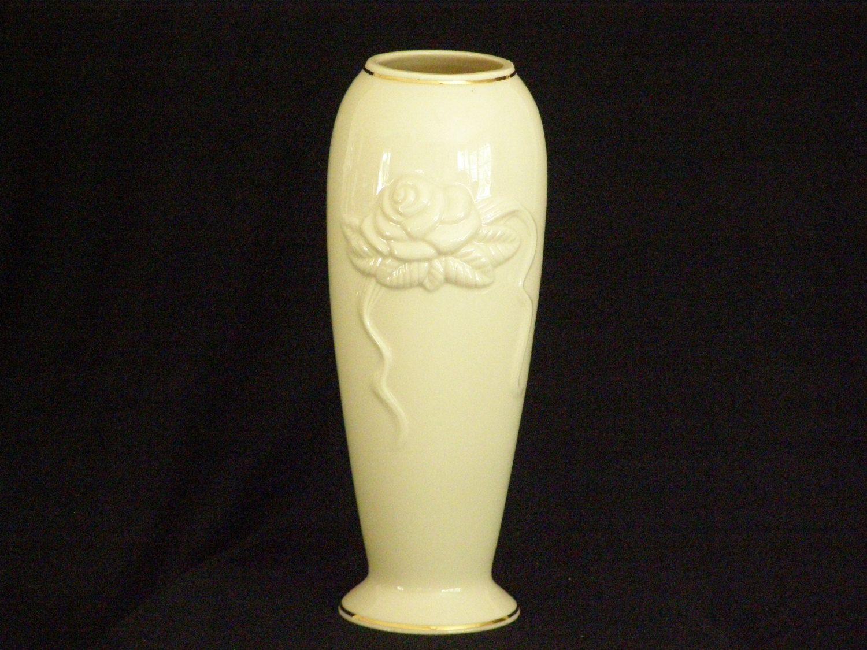 Lenox ivory vaserose blossom flower vase 24kt gold gilt trim lenox ivory vaserose blossom flower vase 24kt gold gilt trim ivory and gold vase lenox vase reviewsmspy