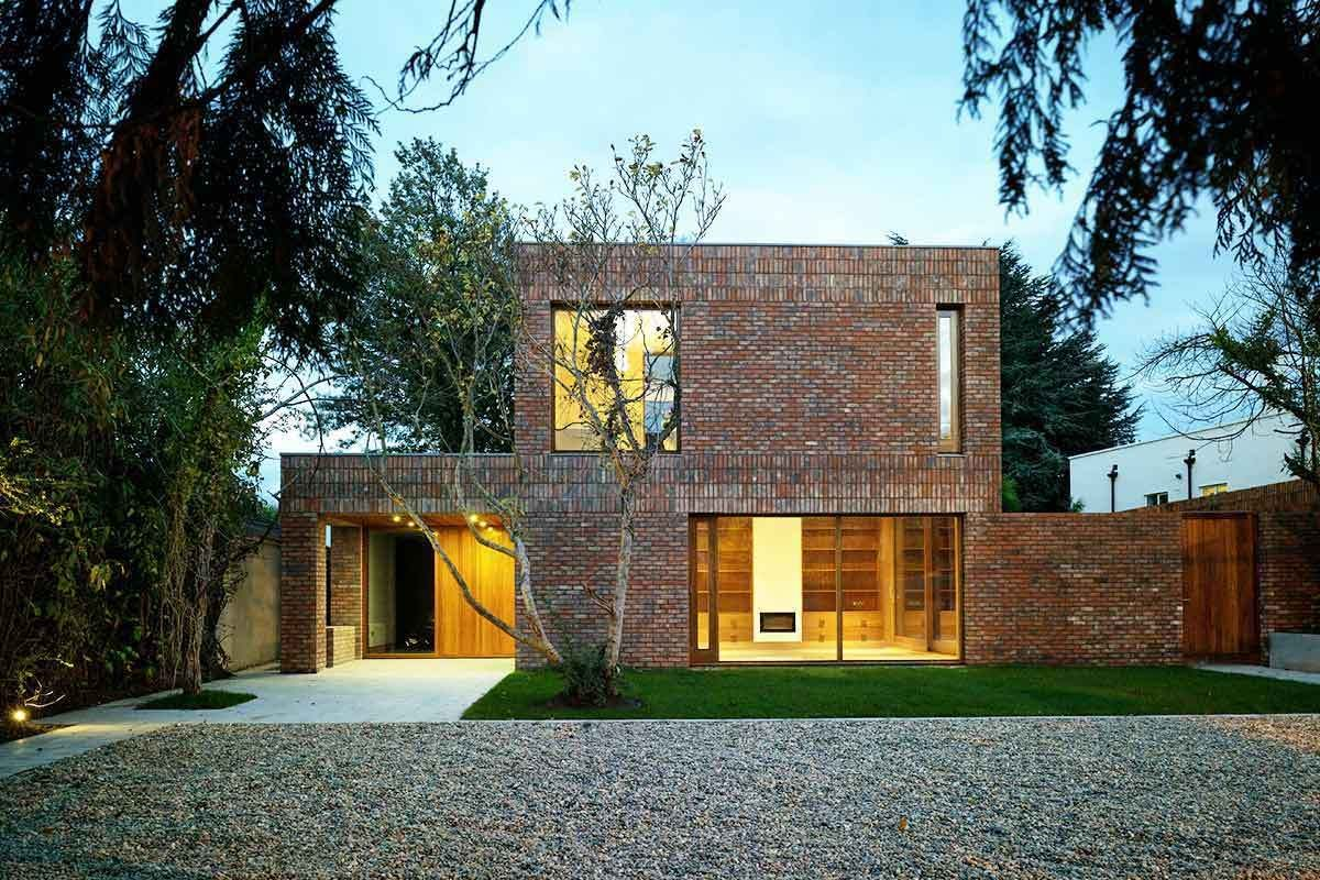 Classic Transitional Modern Brick Home With Outdoor Entertaining Space Check Out Www Sketchp Brick Exterior House Modern Brick House Red Brick House Exterior