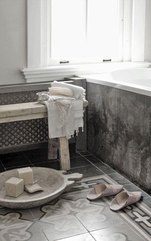 un petit banc troit dans la salle de bain un jour peut tre pinterest salle de bains. Black Bedroom Furniture Sets. Home Design Ideas