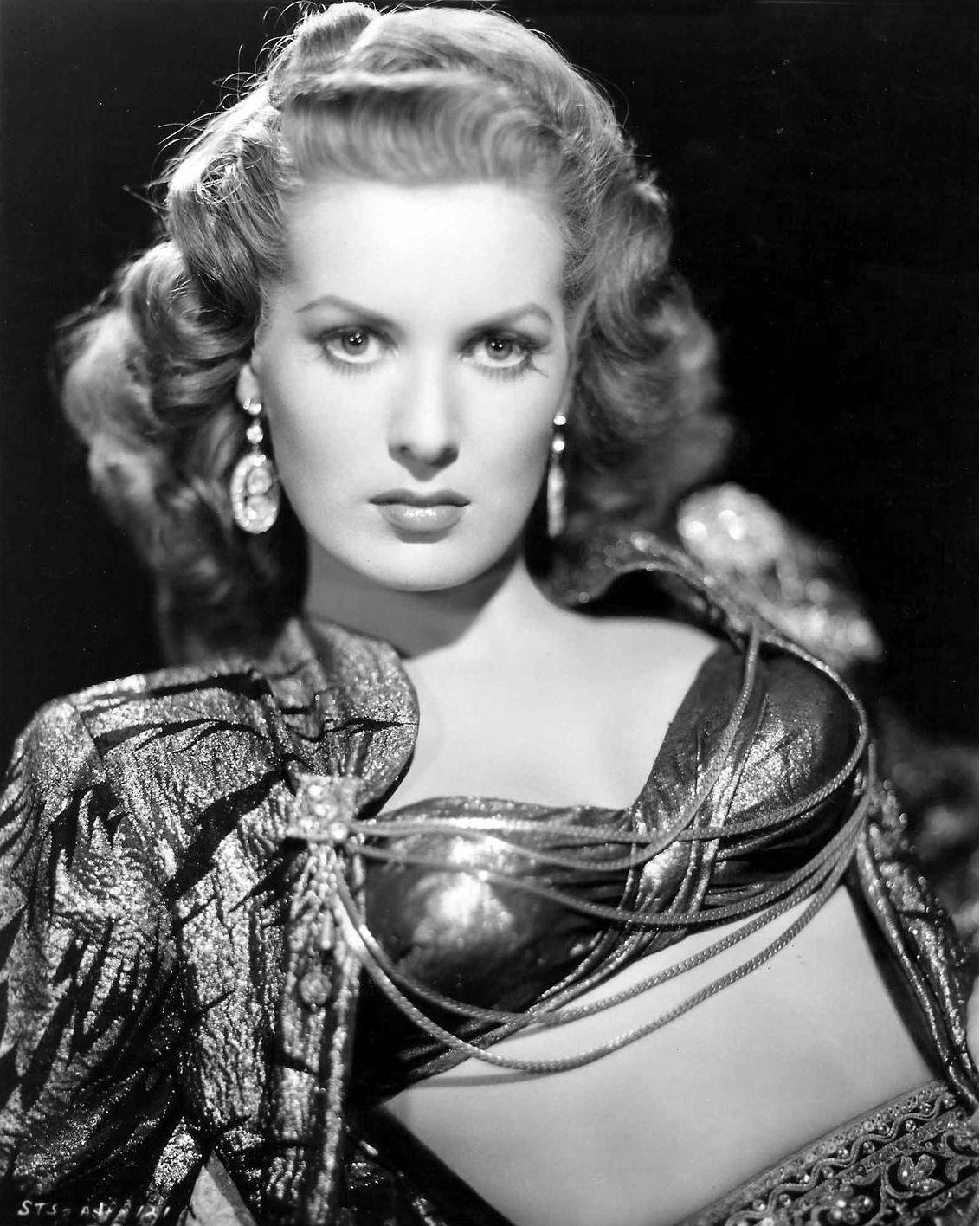 Screen Goddess - #goddess #screen - #HollywoodActresses