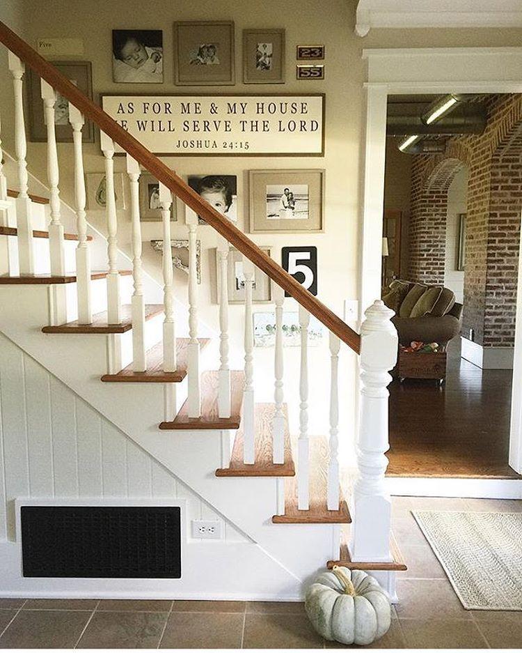 Best Farmhouse Gallery Wall Staircase Farmhouse Stairs 400 x 300
