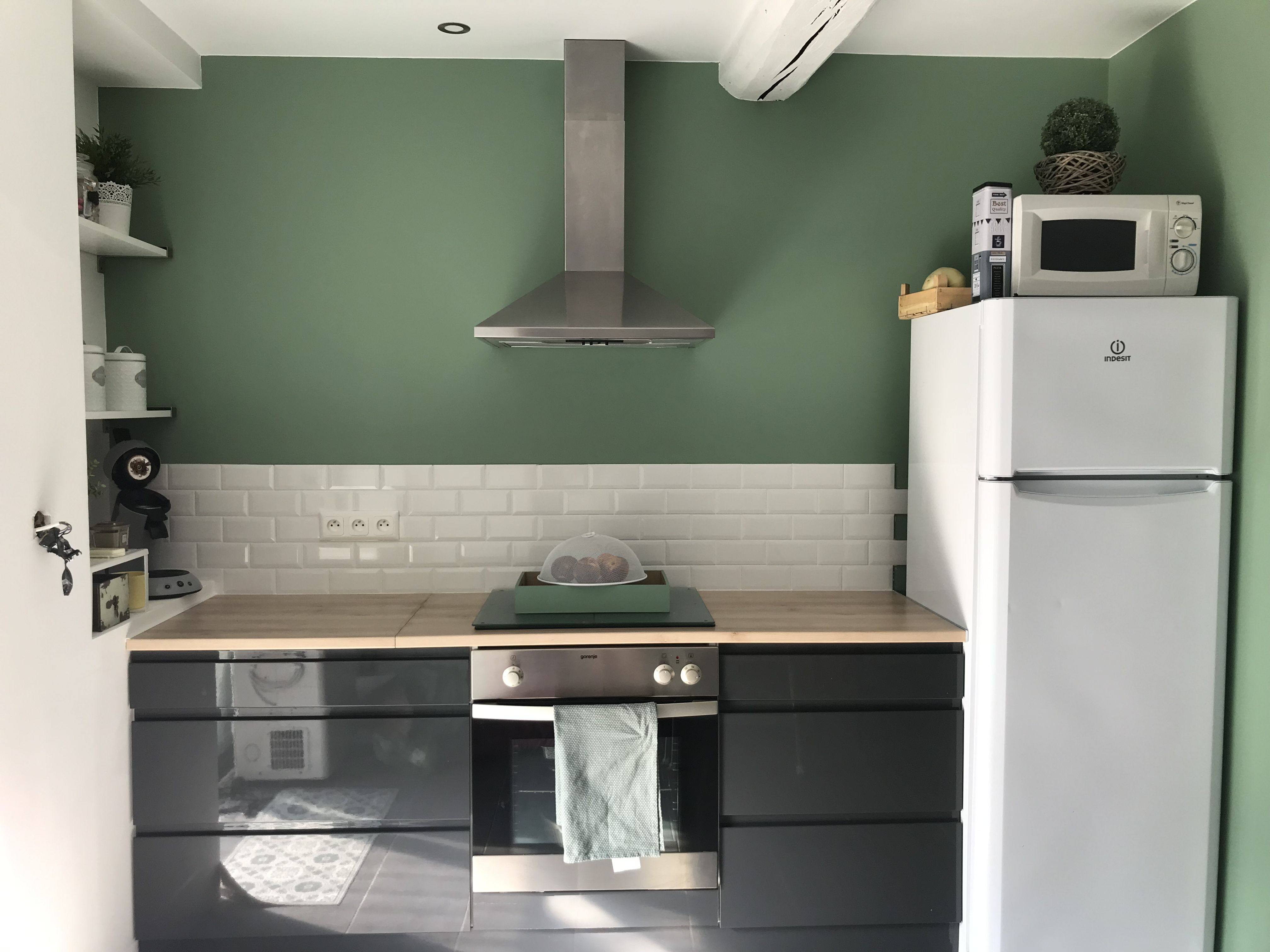 Cuisine grise vert carrelage métro | Cuisine gris, Cuisine gres, Carrelage métro cuisine