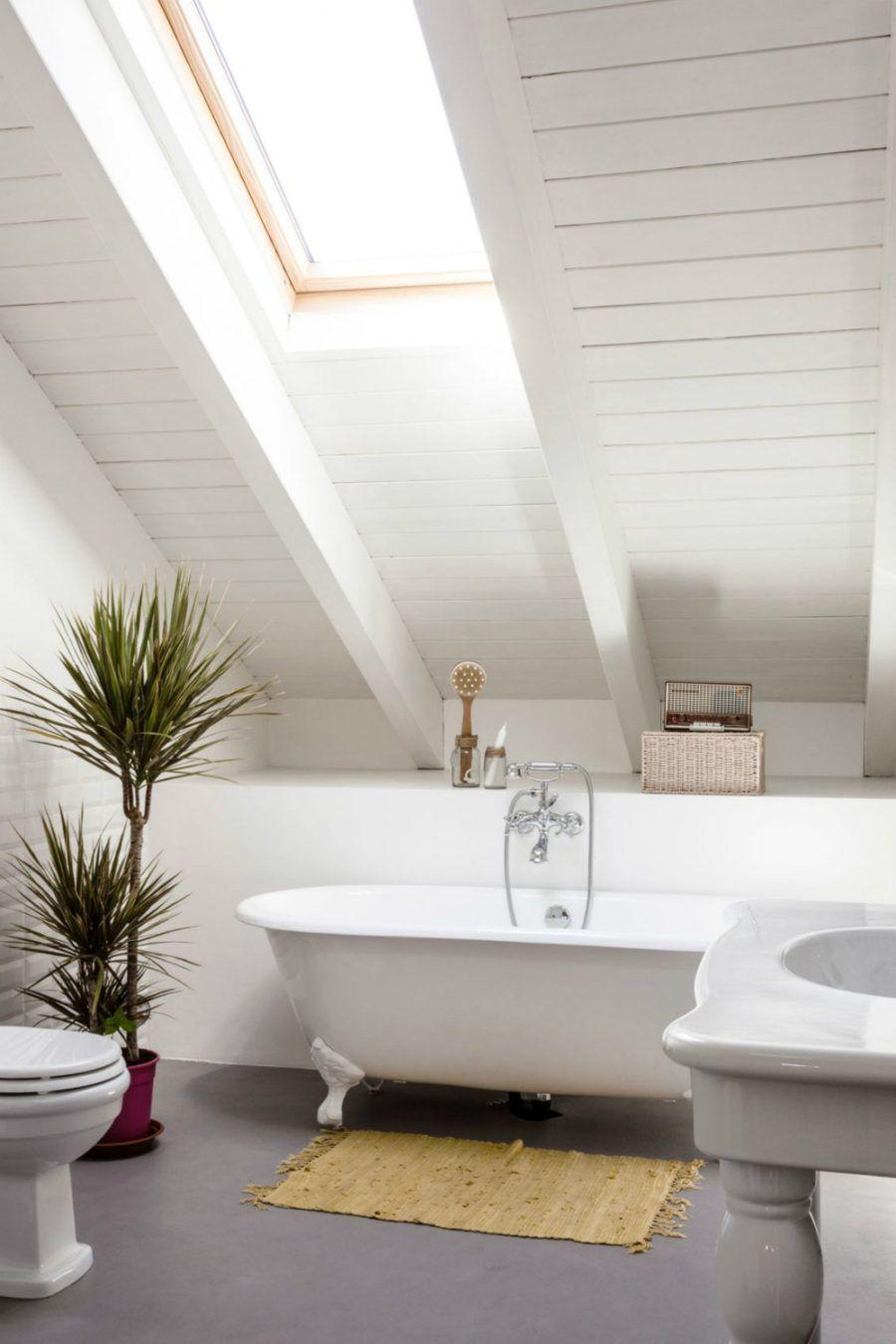Dieses Moderne Italienische Apartment Ist In Holz Gestaltet Dachwohnung Badezimmer Dachgeschoss Dachboden Renovierung
