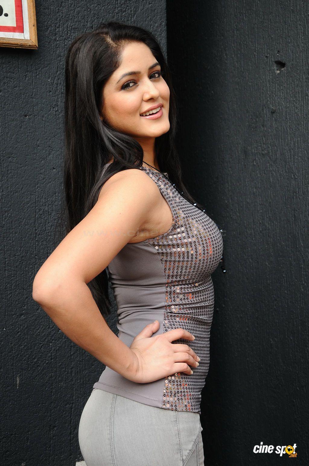Humaima Malik Sexy Pics Awesome parvathi nifran south indian actress - sexy pose | indian actress