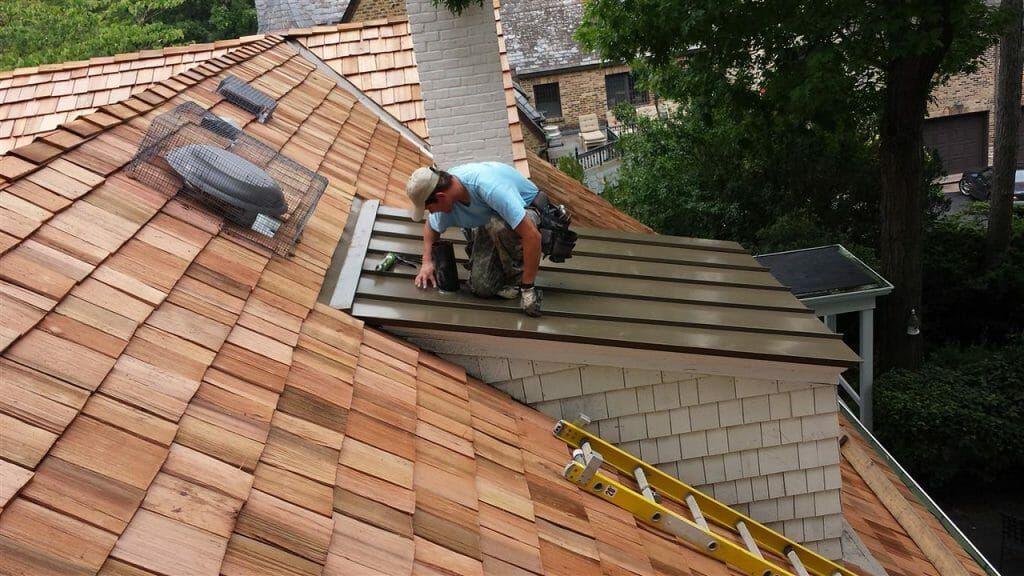 Want To Re Do Your Roof And Don T Know Where To Start There Are 7 Key Things To Know About Finding A Roofing Contra Cedar Roof Roof Repair Roof Installation