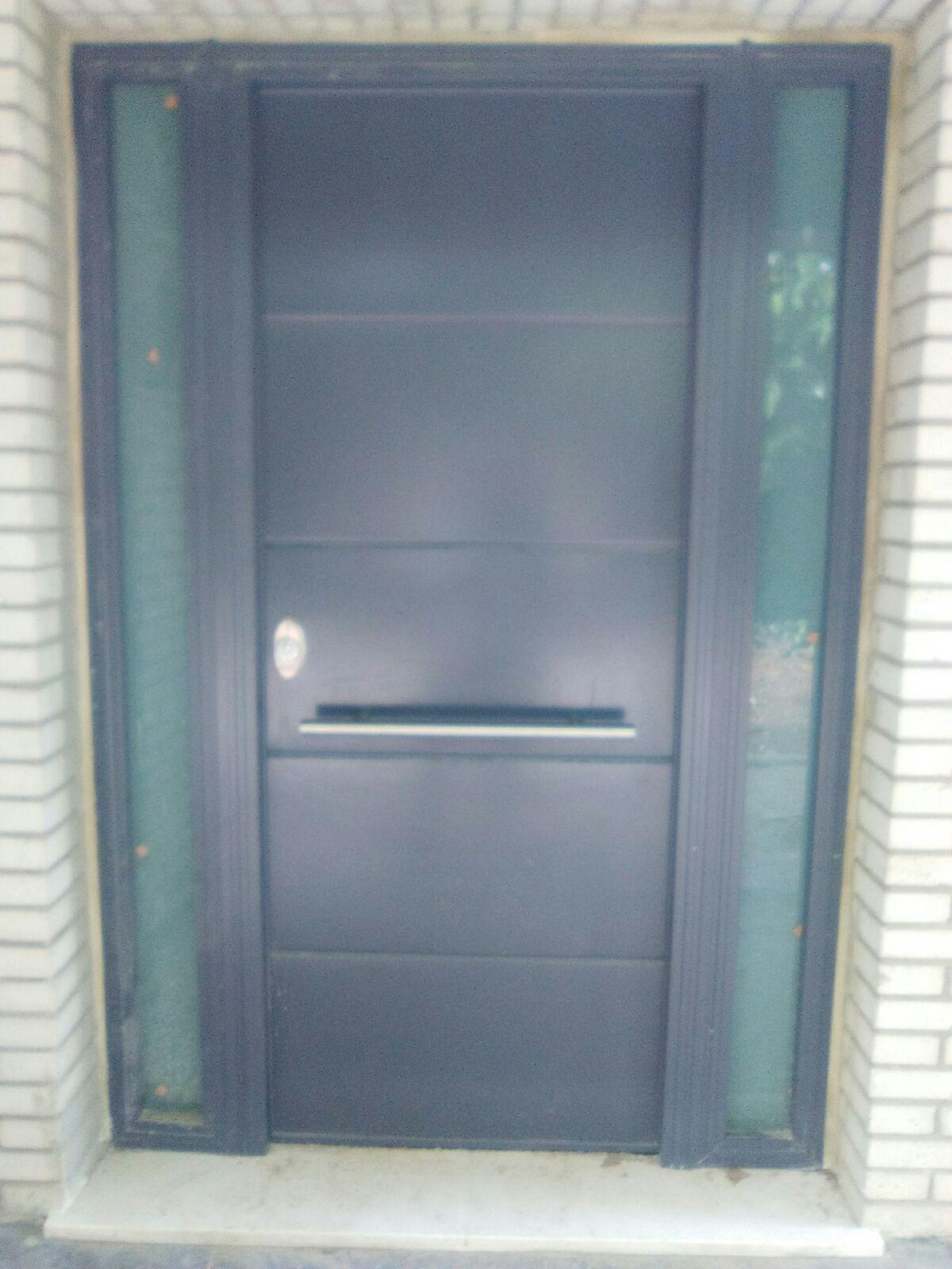 Puerta acorazada de exterior color seg n ral con fijos - Puertas acristaladas exterior ...
