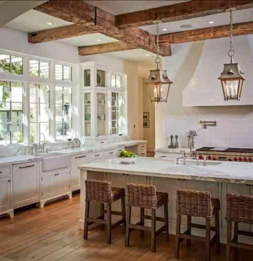 20 idées comment aménager une cuisine style campagne Kitchens - deco maison avec poutre