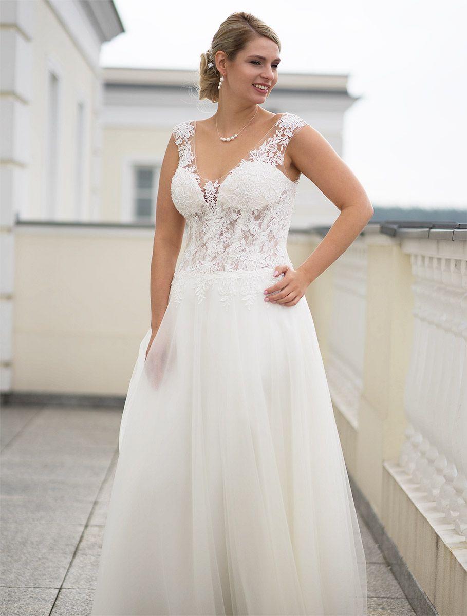 Brautkleidspitze Brautkleider Braukleid Hochzeitskleider Hochzeitskleid Brautmode Brautmodentirol Tirolerbraut Lohreng Hochzeitskleider Spitze