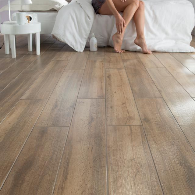 Du carrelage imitation parquet for Parquet mural bois