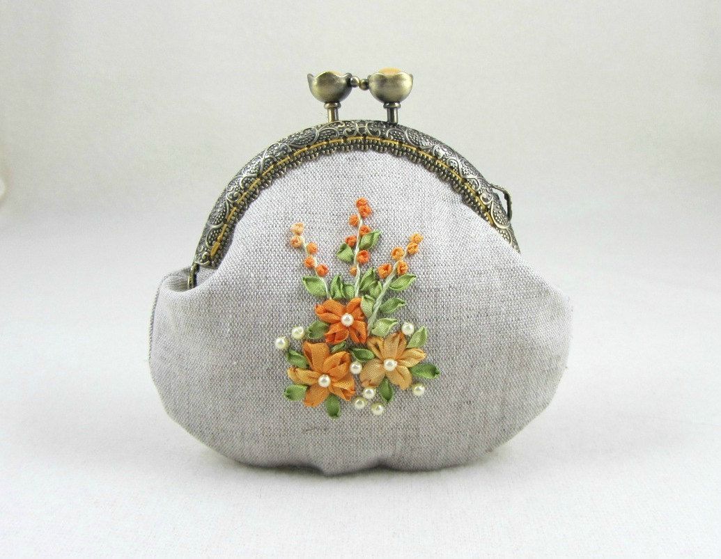 Hand Embroidered\u3010Daisies\u3011 CaCa Crafts Embroidered Tiny Kisslock Pouch