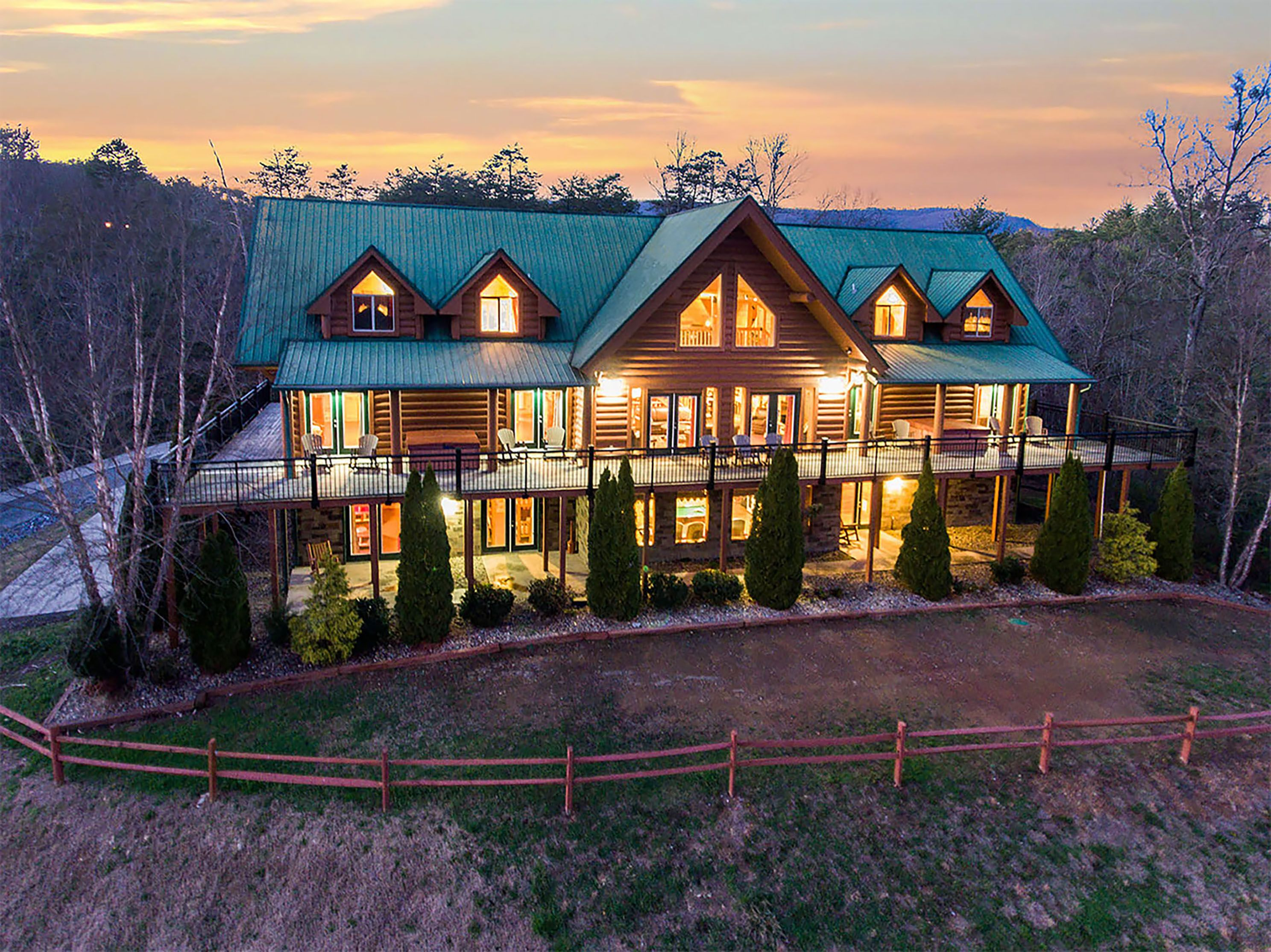 chalets tub and cabin with rental cabins of forge pigeon chalet whirlpool rentals tennessee fireside hot studio