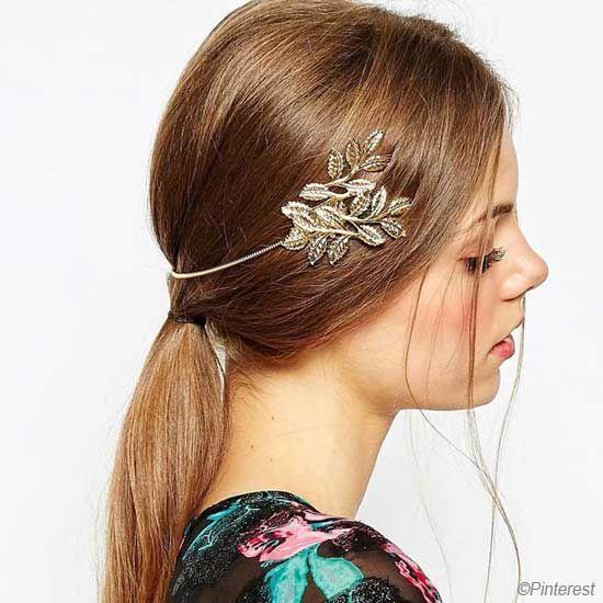 Le back Headband est l'accessoire du moment, il saura agrémenter votre coiffure et lui donnera un look très classe et bohème à la fois.